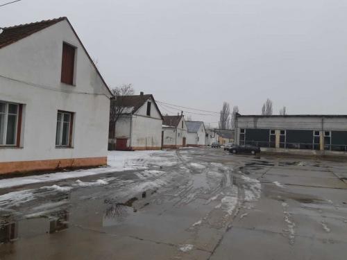 34.456 mp teren si constructii - Salonta